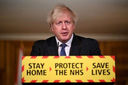 Boris Johnson dijo que la cepa británica parece ser más mortífera