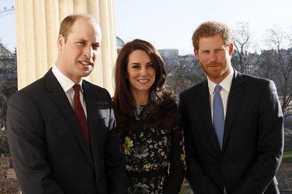 """El príncipe Harry y los duques de Cambridge en el lanzamiento de """"Heads Together"""" en 2017"""