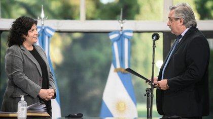 Alberto Fernández toma juramento a Carla Vizzotti, tras la renuncia de Ginés González Garcia