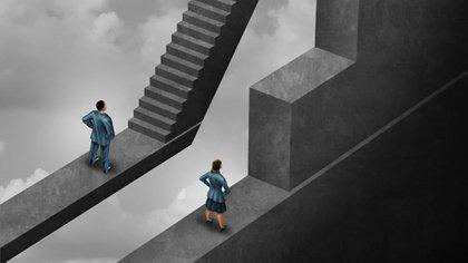 A nivel gerencial, cuando las mujeres ocupan cargos de responsabilidad, tienden a estar más concentradas en funciones de apoyo a la gestión, como recursos humanos y administración financiera, que en los roles más estratégicos
