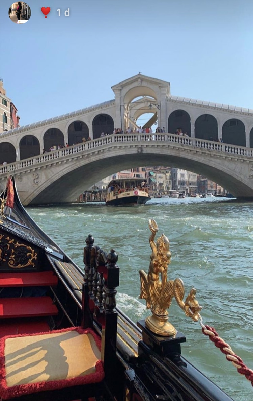 Emma Coronel compartió en su cuenta de Twitter una foto del puente Rialto de Venecia, Italia (Foto: Instagram @therealemmacoronel_)