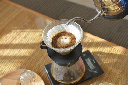 Luego del auge de espressos y flat whites, hoy se impone el viejo y querido café de filtro (Shutterstock)