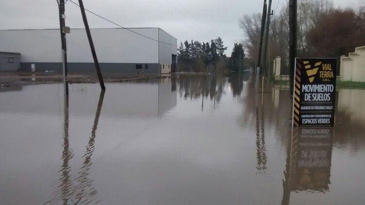 Cuando llueve, esta zona de pilar se inunda por completo