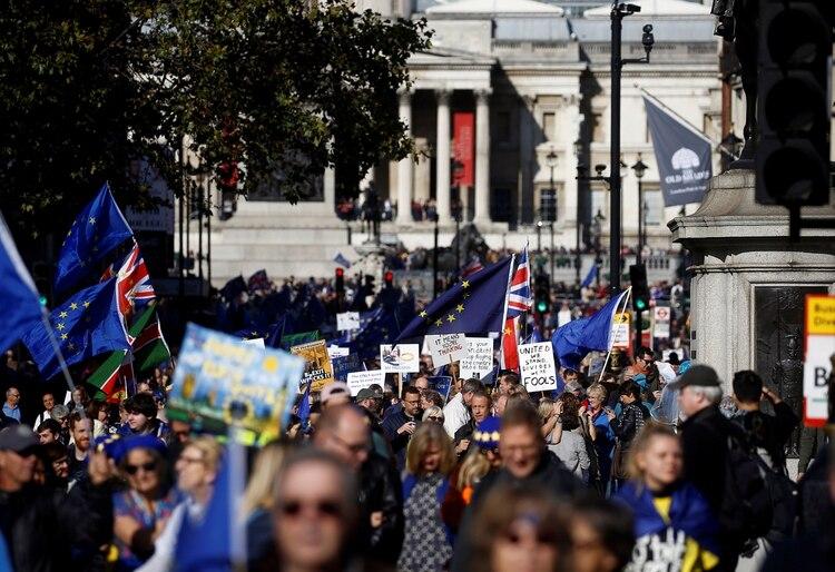 Manifestantes proeuropeos se manifiestan contra el Brexit (REUTERS/Henry Nicholls)