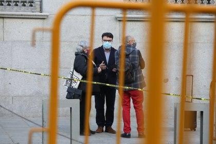 25/03/2021 El diputado de ERC Joan Josep Nuet (c) conversa a su llegada al Tribunal Supremo, en Madrid (España), a 25 de marzo de 2021. La Sala de lo Penal del Tribunal Supremo (TS) celebra la segunda sesión del juicio al diputado de ERC Joan Josep Nuet por un presunto delito de desobediencia por su actuación como miembro de la Mesa del Parlament de Cataluña en relación al 'procés' independentista catalán del 1-O de 2017. POLITICA  Marta Fernández - Europa Press