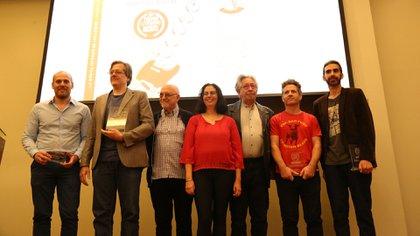 Ganadores y jurado del III Premio Literario de la Fundación El Libro (Foto: Sebastián Freire)