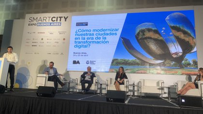 Carrillo expone sobre los avances digitales en la ciudad de Buenos Aires