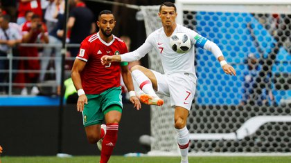 Mehdi Benatia (i) y Cristiano Ronaldo (Reuters)