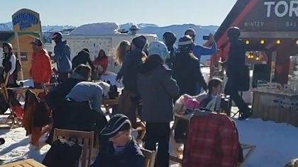 Sábado 22 de agosto de 2020. Pese a la cuarentena, un gran número de personas se reunieron en el cerro Chapelco de Neuquén