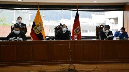 El 7 de abril la justicia de Ecuador condenó en ausencia al expresidente Rafael Correa a ocho años de cárcel por corrupción y le impuso una inhabilitación política por 25 años