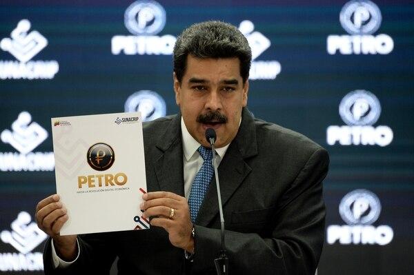 """El dictador venezolano Nicolás Maduro durante el anuncio de la reestructuración del """"Petro"""" (AFP/ Federico PARRA)"""