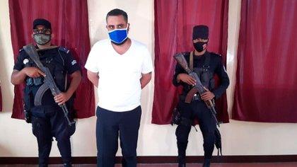 El autor del crimen es un reconocido simpatizante del régimen de Daniel Ortega, funcionario de la alcaldía de Estelí. Nunca fue presentado con el uniforme que el Estado obliga a vestir a los reos.