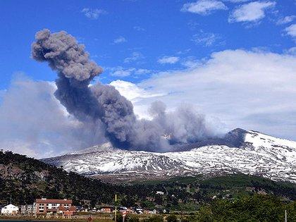 """""""Nos estamos dando cuenta de que antes de una erupción cambia el ruido sísmico"""" (Télam)"""