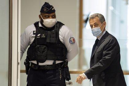 El ex presidente francés, Nicolas Sarkozy, enfrenta una sentencia de dos años de prisión por corrupción (EFE)
