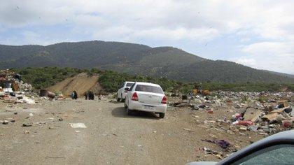 El cadáver fue encontrado hacia las 10 de la mañana a 500 metros de la entrada del basurero