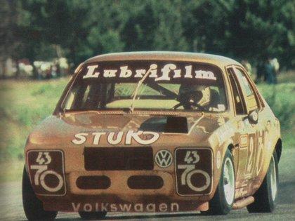 Luis Rubén Di Palma y su VW 1500 campeón en 1983 (Archivo CORSA)