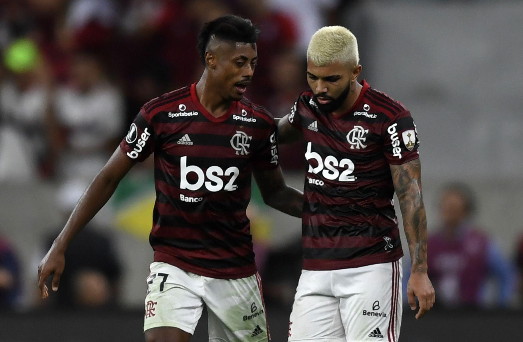 Gabriel Barbosa y Bruno Henrique, delanteros de temer para el Flamengo (Photo by MAURO PIMENTEL / AFP)