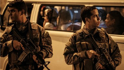 Efectivos del Bope ingresaron al recinto, liberaron a los rehenes y controlaron la rebelión hacia el anochecer (AFP)
