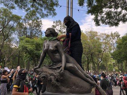Organizaciones de la Sociedad Civil salieron a manifestarse para exigir la despenalización de la interrupción legal del embarazo en México (Foto: Twitter@iartetam)