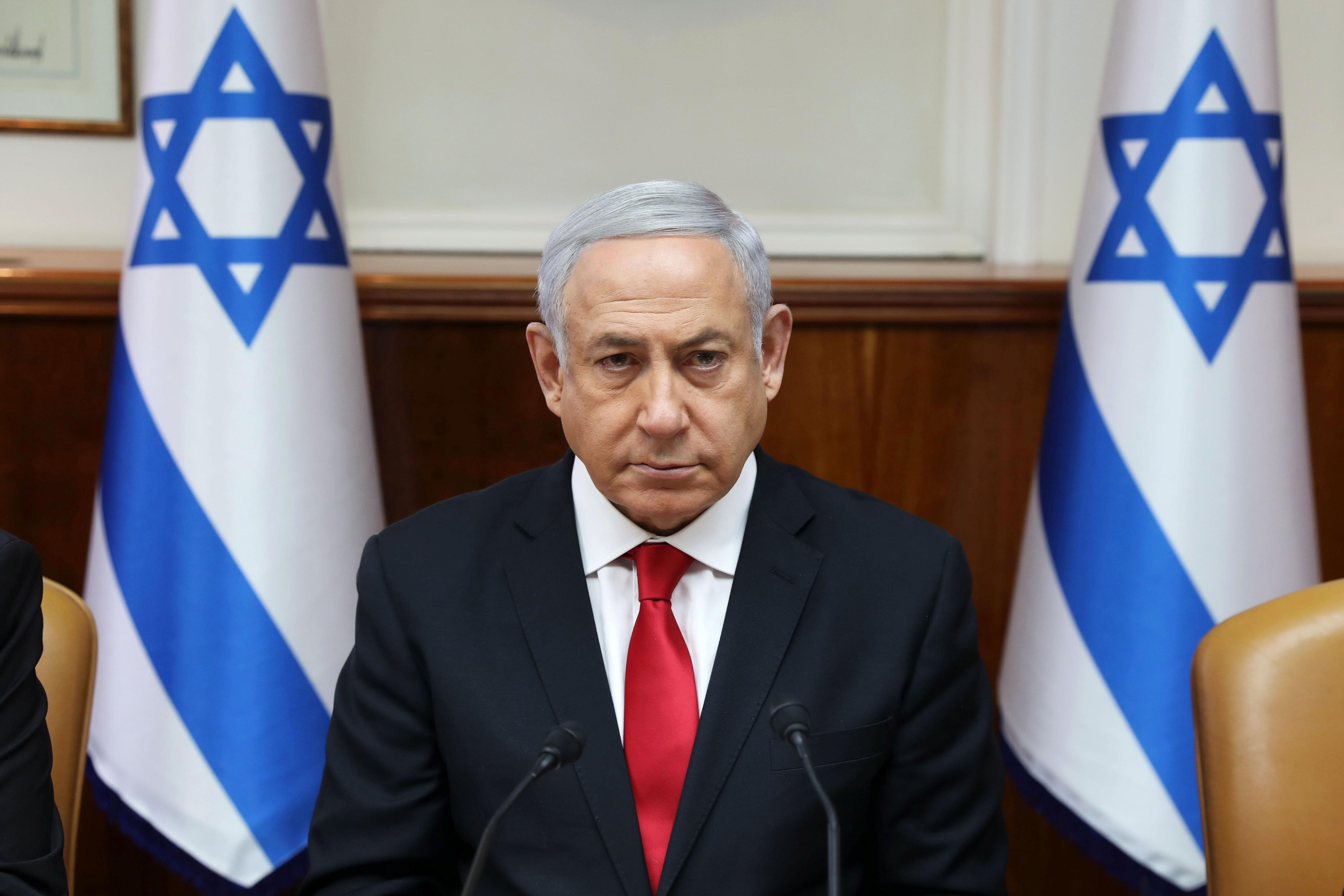 El primer ministro israelí Benjamin Netanyahu aseguró que su país seguirá respondiendo con firmeza a los ataques provenientes de Siria (Abir Sultan/Pool via REUTERS)