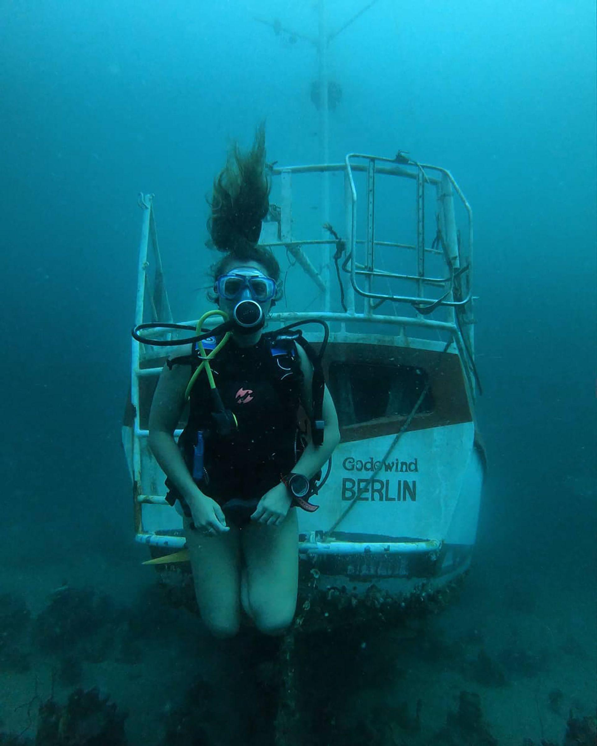 """""""Inspirar a las chicas a conectarse con el océano es darles poder"""" (IG: @martinaalvarezmar)"""