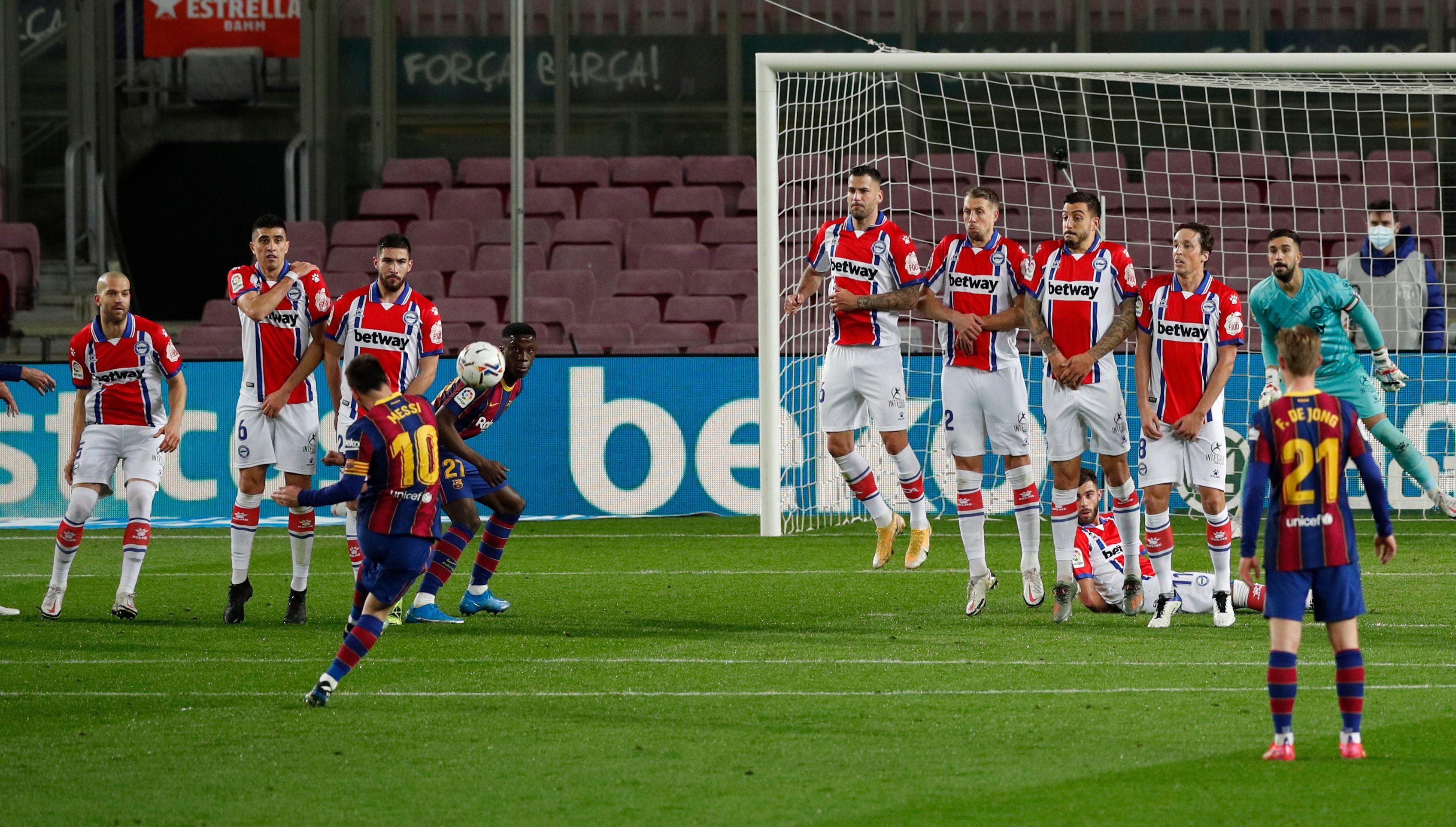 Messi viene de brillar con dos goles ante el Alavés por la liga española (Reuters)