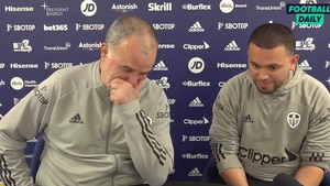 Un Marcelo Bielsa pocas veces visto en el Leeds: tuvo un ataque de risa en plena conferencia de prensa