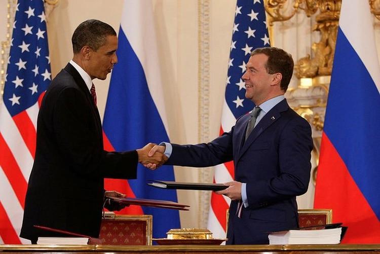 El entonces presidente de Rusia Medvedev junto a su par estadounidense Barack Obama, en 2010