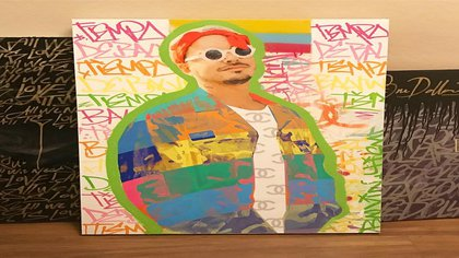 Obra de Enn intervención de retrato del artista colombiano J Balvin que fue presentada en la feria de arte de Miami Art Bassel en 2020
