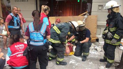 Una de las personas heridas tras la caída del balcón (@Romerovpj)