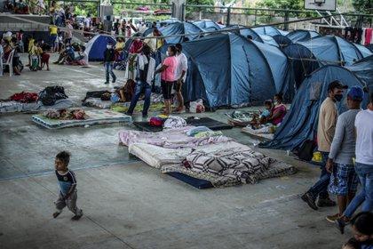 Venezolanos refugaidos en carpas en Arauquita, Colombia (Vanessa JIMENEZ / AFP)