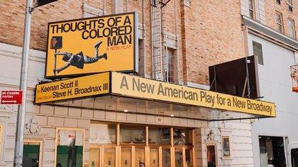 El pasado viernes 26 de febrero, tras un año sin actividad, se colgó la primera marquesina de la temporada 2021 en uno de los teatros de la Avenida Broadway (Foto/O&M)