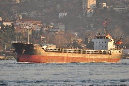 El buque carguero Rhosus que transportó desde Georgia hasta Beirut el nitrato de amonio que provocó la explosión en el puerto de Beirut (Michael A. Horowitz / Twitter)