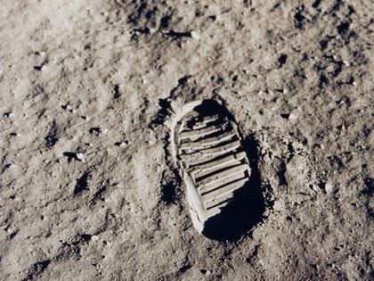La imagen icónica de la llegada del hombre en a la Luna con la marca de la pisada de la bota del astronauta Buzz Aldrin el 20 de julio de 1969 - Image credit: NASA