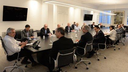 """Alberto Fernández con representantes de la organización """"SeamosUno"""""""