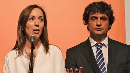 La gobernadora Vidal, junto al ministro de Economía bonaerense, Hernán Lacunza.