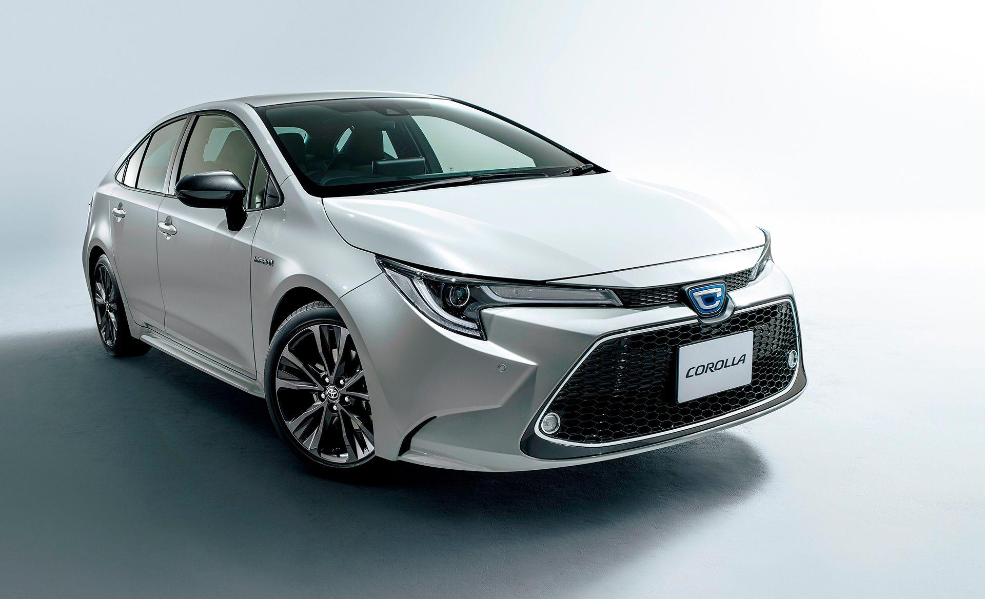 El híbrido combina un motor naftero 1.8 litros de 98 CV con uno eléctrico, con los que llega a 122 CV totales