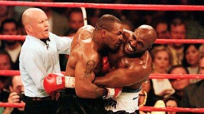 Ambos protagonizaron una histórica pelea en la que Tyson terminó descalificado