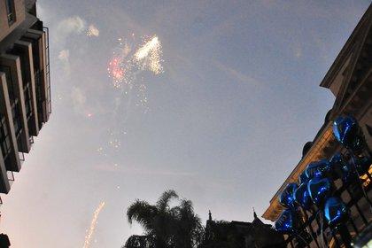 Los seguidores de Ricky lanzaron fuegos artificiales en su honor