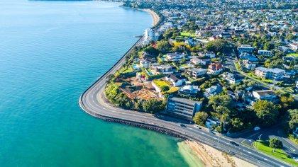 Auckland es el hogar de bodegas galardonadas, deliciosos productos locales y bulliciosos restaurantes en los recintos del centro de la ciudad (Shutterstock)