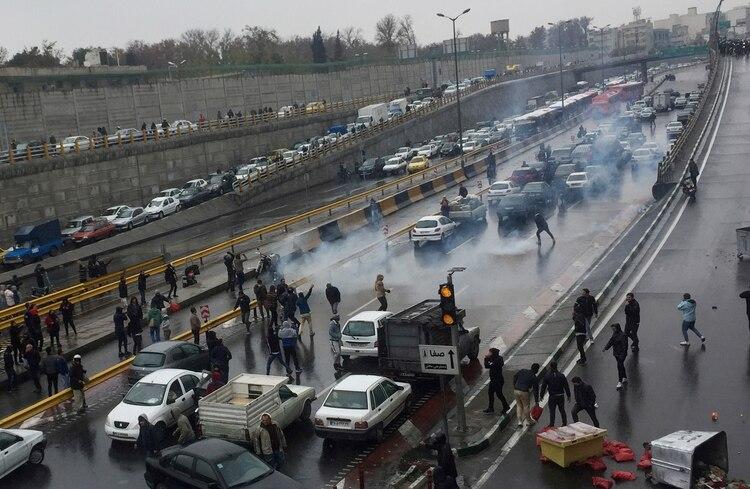 Resultado de imagen para pinterest en iran protestas por la gasolina