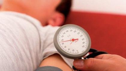 El 34% de los mayores de 18 años sufren de hipertensión, por lo que los especialistas destacan la importancia de prestar atención al envejecimiento vascular.