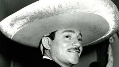Cuál era el verdadero nombre de Javier Solís y por qué se lo cambió