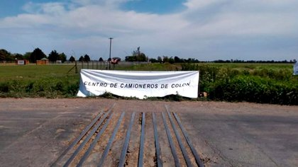 Roadblock by truckers in Colón, Buenos Aires province (Twitter Luis Miguel Etchevehere)