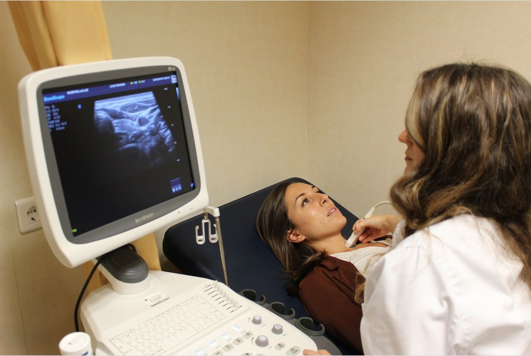 Entre los exámenes a realizar están: pruebas de imagen como un examen de tiroides, ecografía o prueba de absorción de yodo radioactivo (Europa Press)
