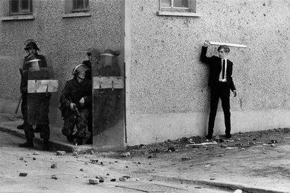 """Icónica imagen de los enfrentamientos de 1968 que desataron los """"Troubles"""", la guerra entre católicos y protestantes que duró 30 años y dejó al menos 3.500 muertos."""