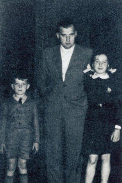 """Robert Gies junto a sus hijos Robert, padre de Jacqueline, y Hedda. """"La relación entre mi padre y mi abuelo era muy mala, de modo que yo nunca tuve contacto con él"""", relató"""