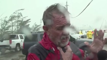Howard Armstrong perdió a su esposa durante el paso del huracán Dorian en Bahamas (Foto: captura de pantalla CNN)