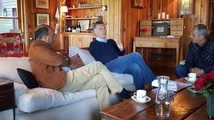"""El presidente recibió al intendente radical de la capital neuquina, Horacio """"Pechi"""" Quiroga (Presidencia)"""