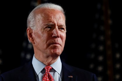 Joe Biden pidió que se aplace la convención demócrata (REUTERS/Carlos Barria/File Photo)